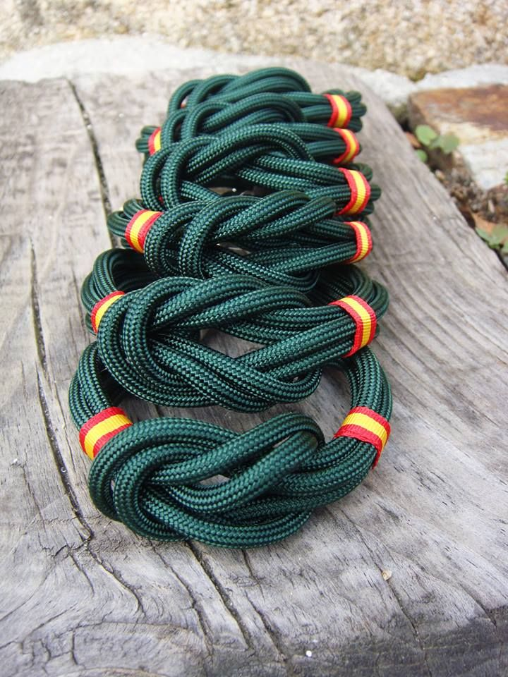 Pulsera nudo verde. http://www.pi2010.com/Complementos-bandera-España/Pulsera-bandera-España-nautica/Pulsera-españa-nudo-verde #pulserabanderadeEspaña #pulseraespañola #fabricadoenEspaña  Si te gusta, comparte