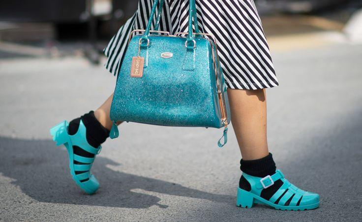 Jelly-Sandalen aus den 90ern feiern diesen Sommer ihr modischesComeback.