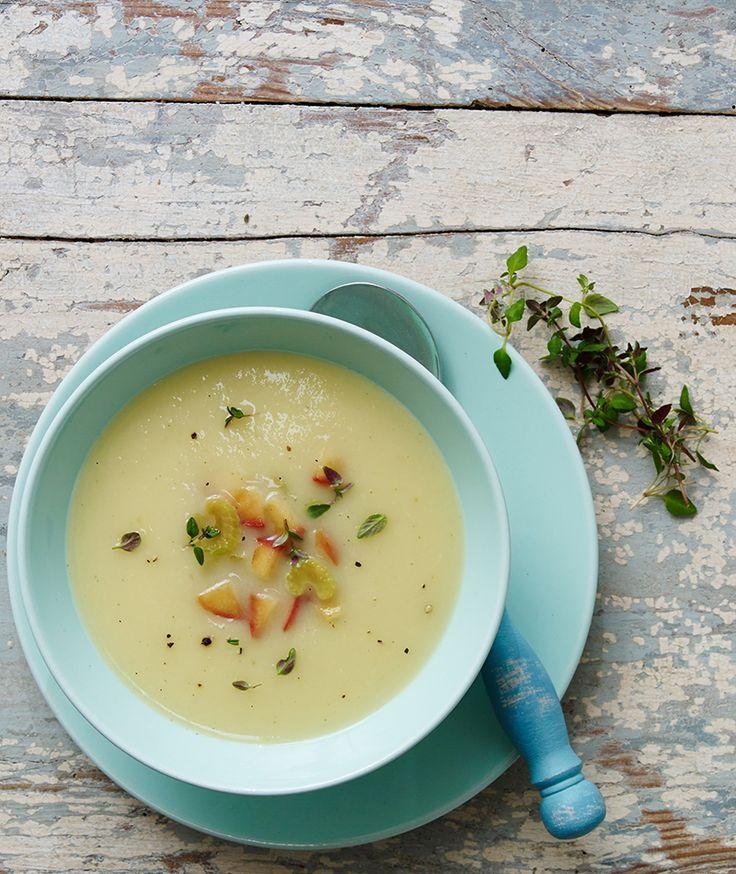 Eine fruchtige Suppe mit Äpfeln, Kartoffeln und Sellerie für kalte Tage