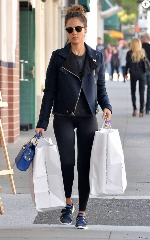 Jessica Alba fait du shopping à West Hollywood le 17 janvier 2016.