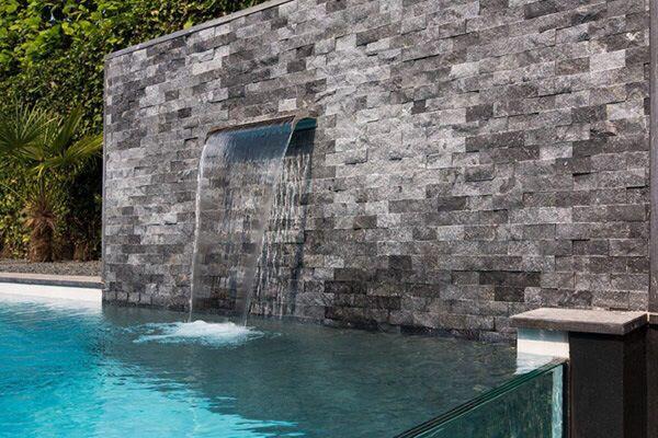 Idea para caída de agua estilo fuente en la piscina.