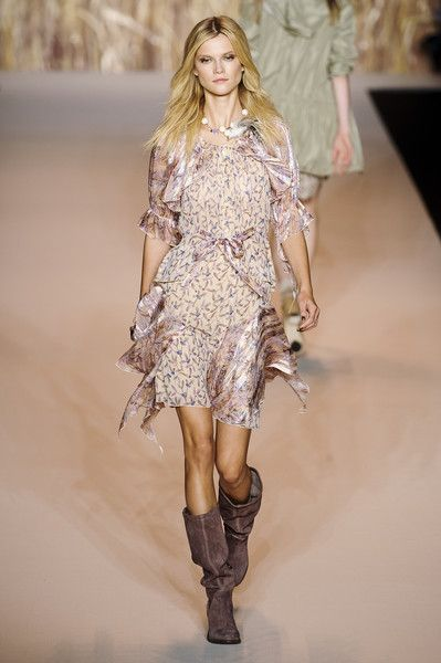Fashion thin fabric flowing dress Anna Sui Spring 2011