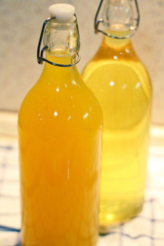 Так мы назвали апельсиновый ликер, который готовили параллельно с Лимончелло. Основное его отличие — использование для приготовления не только цедры, но и сока самих апельсинов. Вкус более насыщенный…