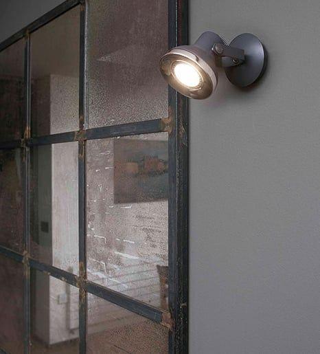 ILUMINA EL EXTERIOR  El hierro, el metal y el cristal son generalmente los grandes protagonistas de la iluminación exterior. Aires vintage, rústicos e industriales dan forma a los apliques y lámparas de exterior de esta selección. Nuestras lámparas favoritas | Ventas en Westwing