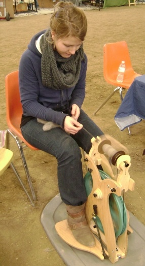 spinning yarn from alpaca fleece on a super awesome spinning wheel