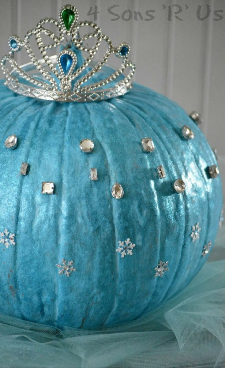 A fun and adorable, less invasive pumpkin idea– this easy Frozen Queen Elsa Pumpkin is perfect for any fans of the movie.