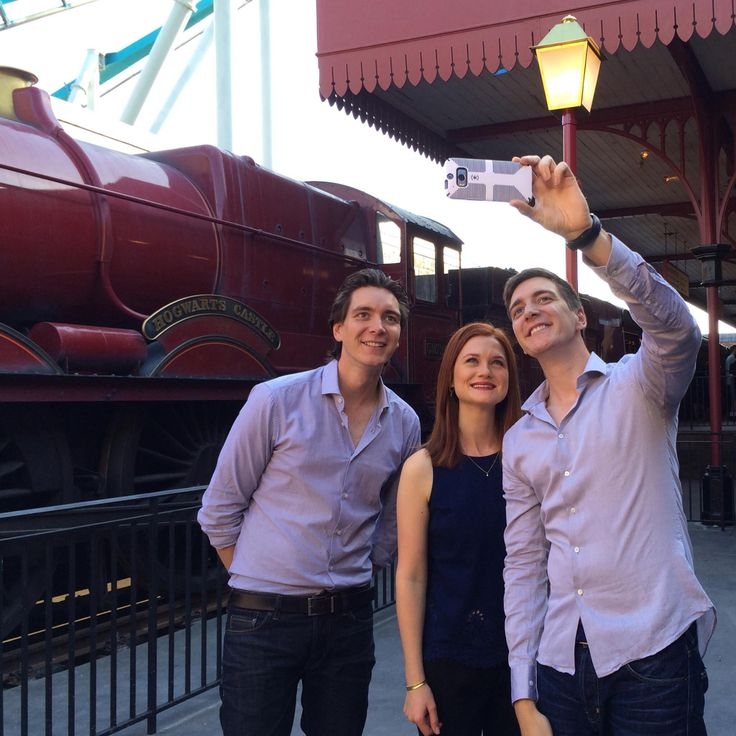 Aww! James, Bonnie, and Oliver at the Wizarding World of Harry Potter <3