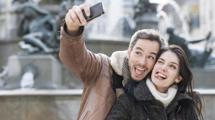 Smartphone Selfie - Buat yang Hobi Traveling, Wajib Punya Handphone Ini