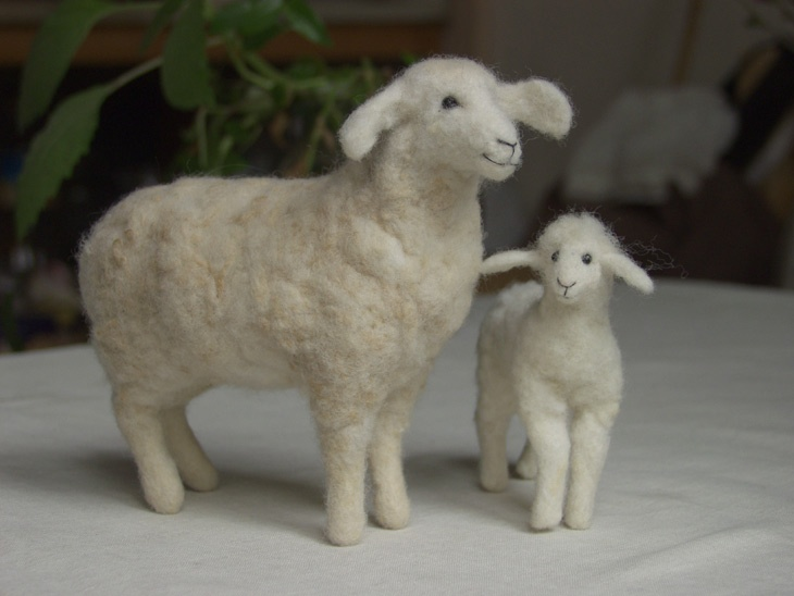 Needle felted sheep and lamb -- wool is my favorite fiber.