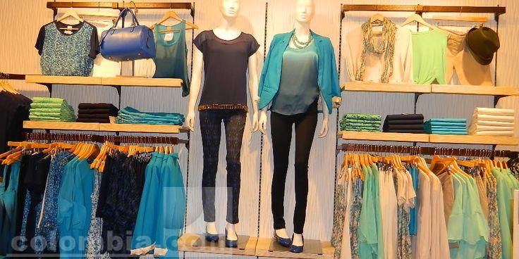 Seven y seven maneja colecciones para dama como camisas, pantalones, chaquetas, bolsos, bufantas, gorros carteras.
