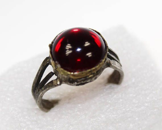 Tribal Ring mit rotem Glasstein Vintage 18 mm