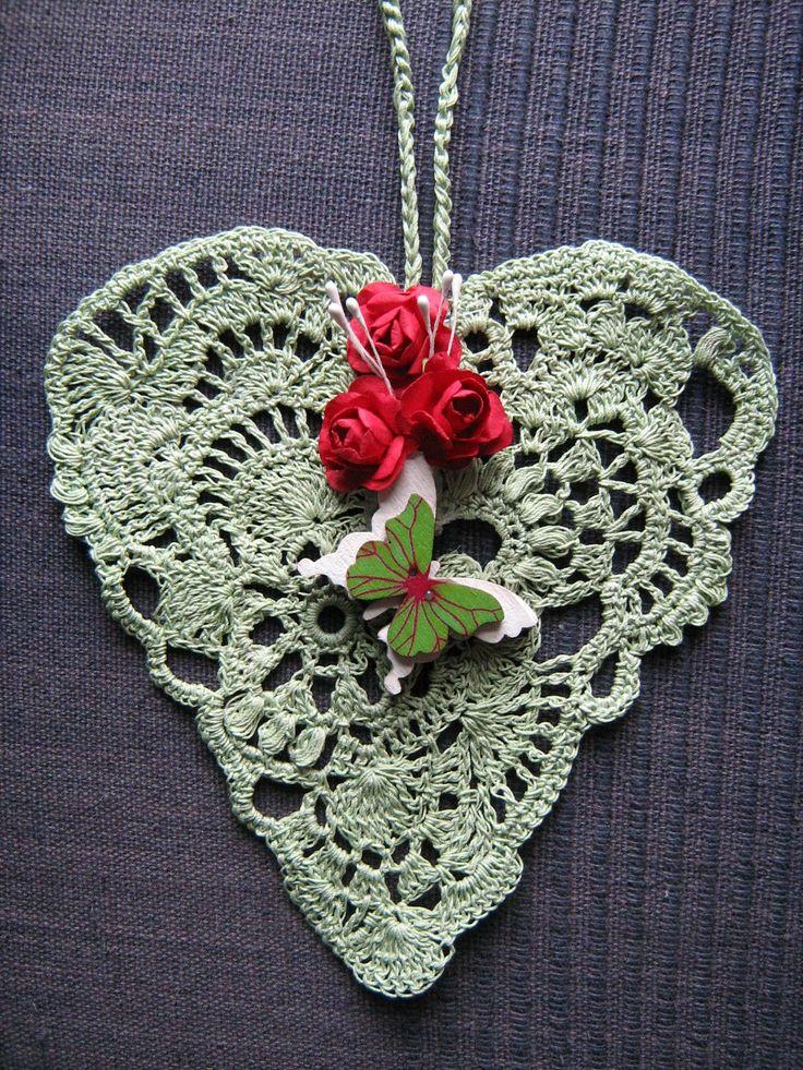 Srdíčko háčkované světle zelené - dekorace k zavěšení