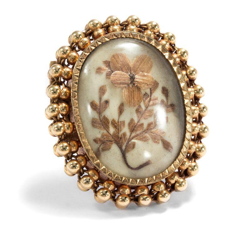 Souvenir d´amour - Antike Brosche mit einem Veilchen aus Haar, Frankreich um 1840 von Hofer Antikschmuck aus Berlin // #hoferantikschmuck #antik #schmuck #antique #jewellery #jewelry