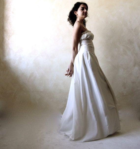 Hey, I found this really awesome Etsy listing at https://www.etsy.com/listing/164219085/wedding-dress-medieval-wedding-dress