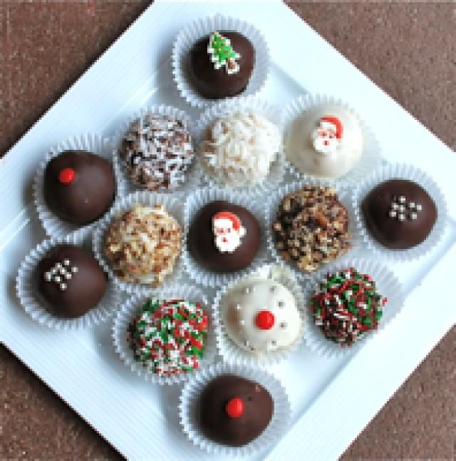 Use Leftover Panettone to Make These Pretty Cake Truffles: Panettone Cake Truffles