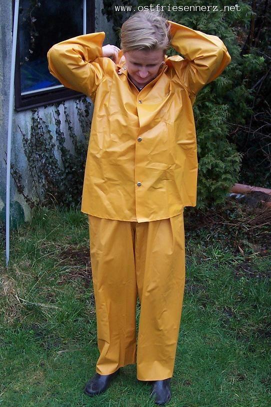 Rain suit.