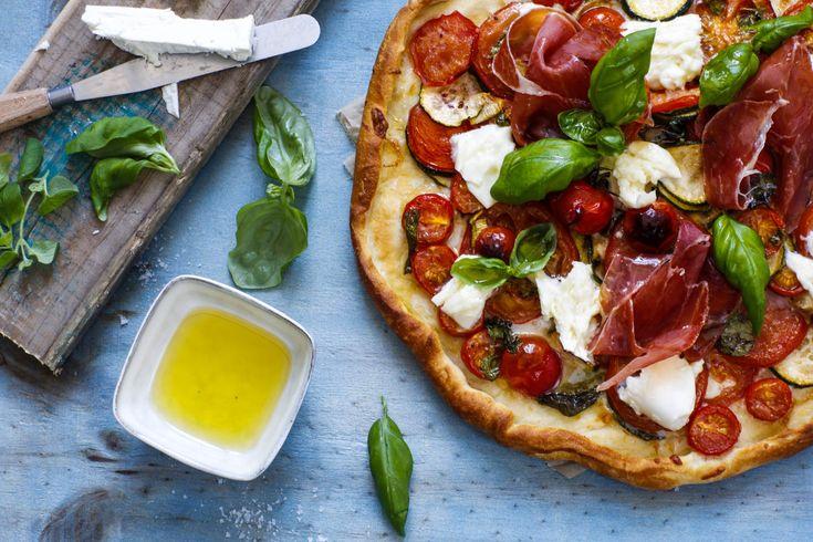 Pizza med tomater, mozzarella og serranoskinke – Ida Gran-Jansen