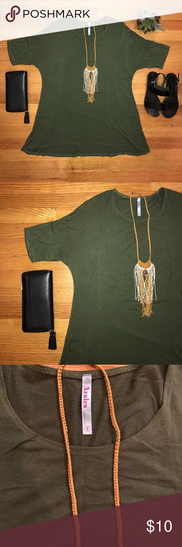 Hunter Green Short Sleeve Top Hunter Green Short Sleeve Top, azules size small, good used condition, no holes or rips, one of the most comfortable shirts! azules Tops Tees - Short Sleeve
