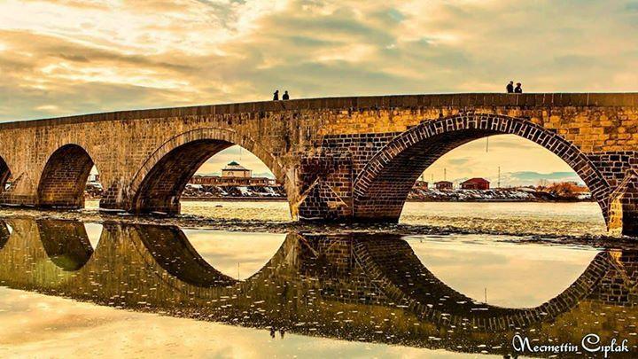 Tarihi Murat Nehri ve Taş Köprüsü - Muş.  Fotoğraf: Necmettin Çıplak