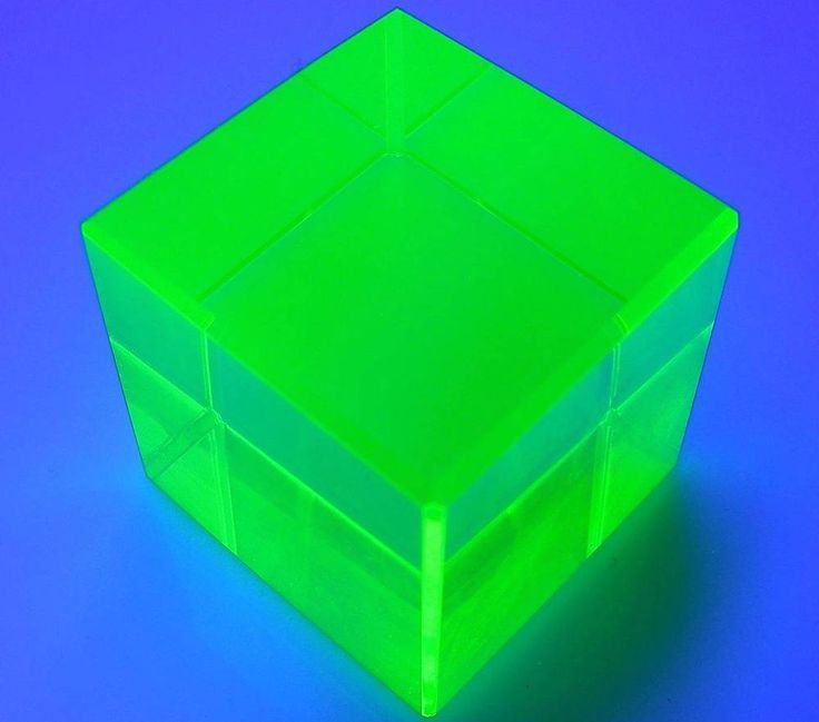 "Cube Yellow Uranium Vaseline UV Glow Glass Cubic Paperweight 1-1/8"" (28mm) Side"