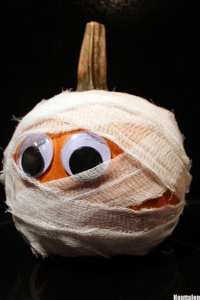 halloween deko selbstgemacht kürbis mumie mullbinde wackelaugen – #Deko #hallow…