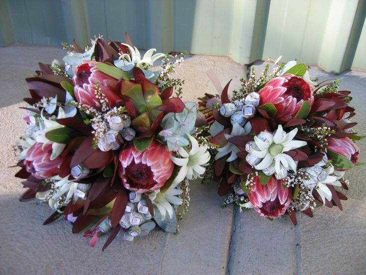how gorgeous are these native flower bouquets?