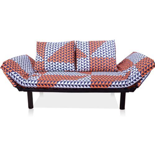 Оригинальный бело-оранжевый диван с подушками на высоких ножках с большими подлокотниками можно купить на сайте https://lafred.ru/catalog/catalog/detail/520397493818/