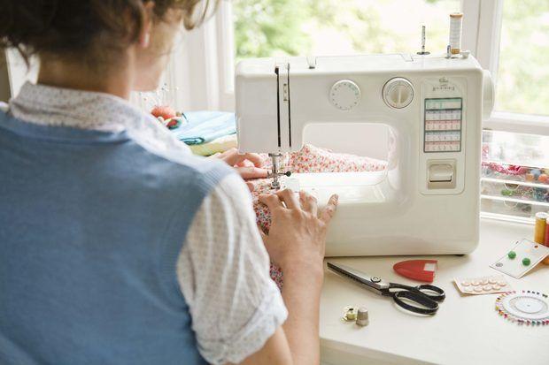 """Como ajustar a tensão da máquina de costura para a """"lycra"""""""