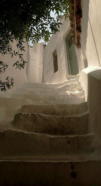 white alley.. Anafiotika ~ Old Athens, Greece | Flickr - Photo by paolo gamba