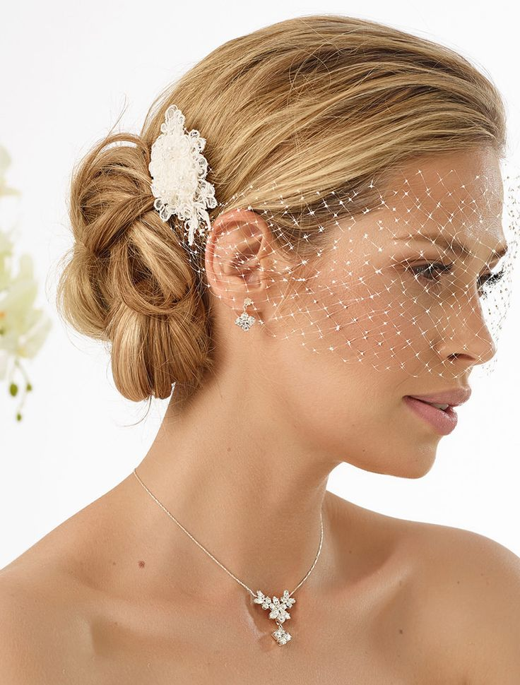 Our hair arrangment 124 as perfect detail to compliete vintage wedding look! #biancoevento #biancobride #wedding #weddingideas #vintagewedding #bridalaccessories #bridalfashion