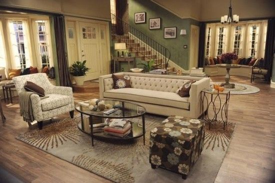 MELISSA & JOEY TV show set, with my three black and white photos on the staircase    http://www.tvequals.com/2012/07/18/melissa-joey-eat-pray-date-season-2-episode-9/#