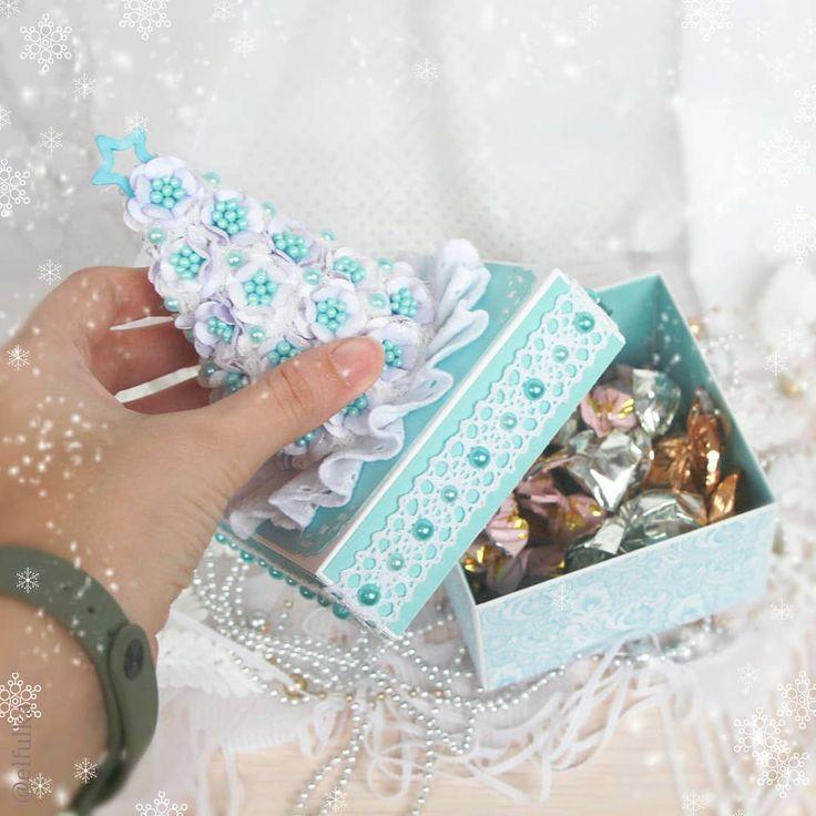 Новогодние открытки и коробки, смешная картинка