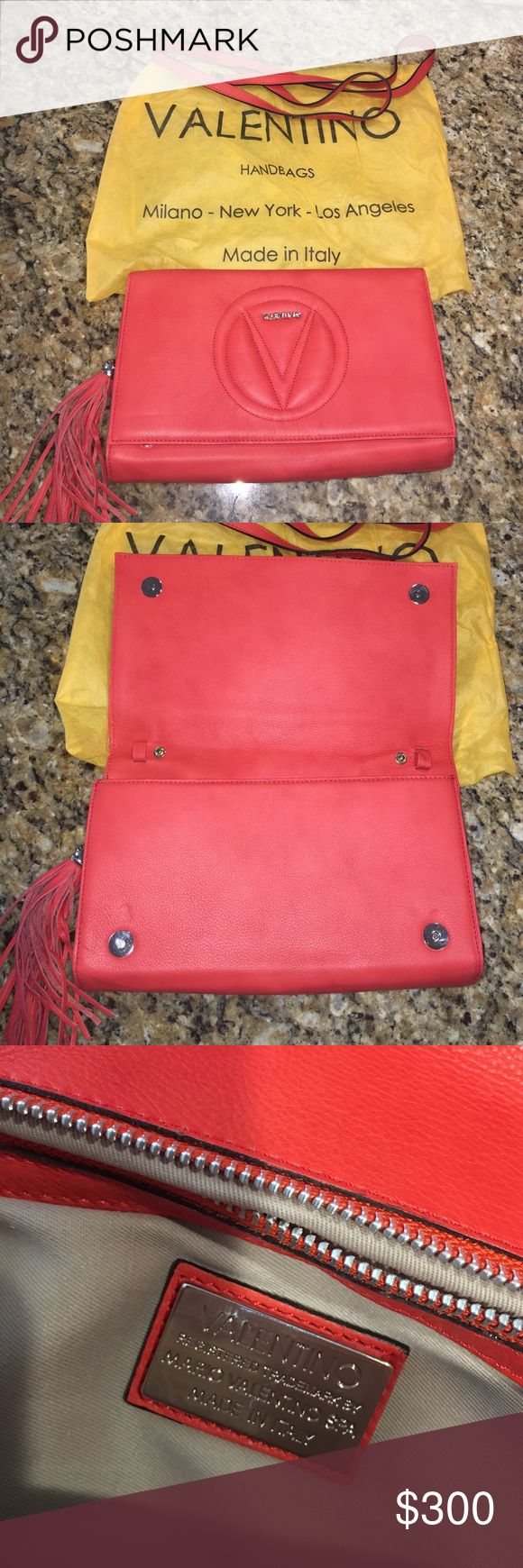 ✨VALENTINO CLUTCH BAG✨ In mint condition! Valentino Bags Clutches & Wristlets