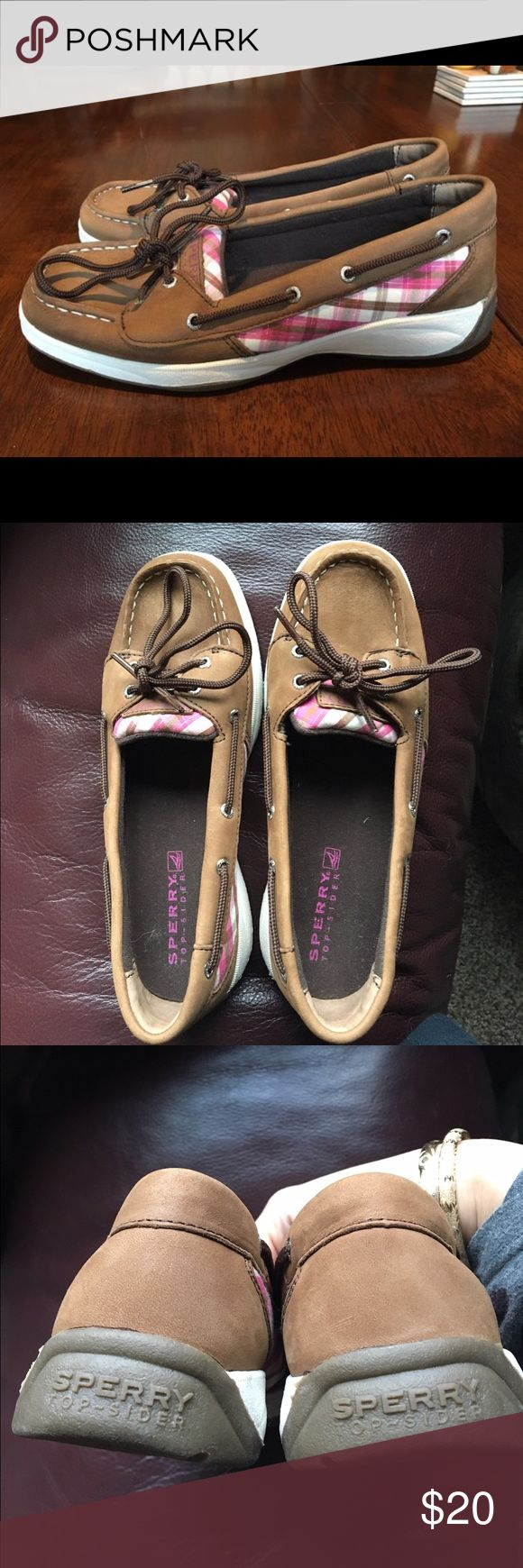 Girl's Sperry Top-Sider boat shoes NWOT size 4M Girl's Sperry Top-Sider boat shoes NWOT size 4M in pink plaid. Sperry Top-Sider Shoes Moccasins