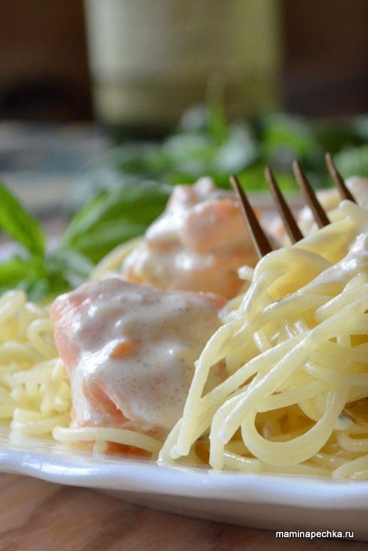 Добавить эту страничку в избранноеПо-итальянски макаронные и некоторые другие мучные изделия называются паста (итал.Pasta), видимо, от лат. pasta «тесто». В России такие изделия всё ещё называют макаронами. Но всё-таки паста — это не просто макароны, а прежде всего вкусное блюдо — ароматное, приправленное специями и сочное, благодаря обилию соуса. У россиян паста до сих пор …