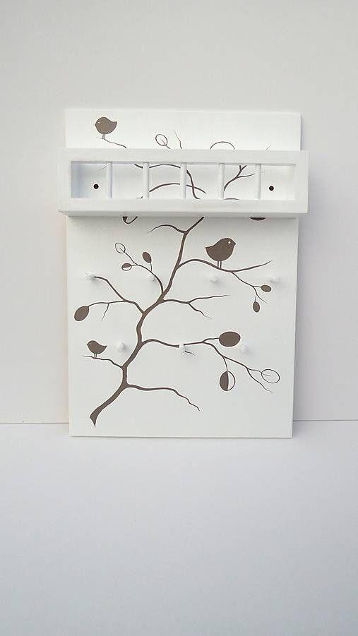 Drevene.veci / vešiak drevený maľovaný na kľúče s poličkou na poštu