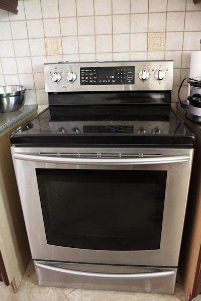 Stainless range, ceramic top with 5 burners