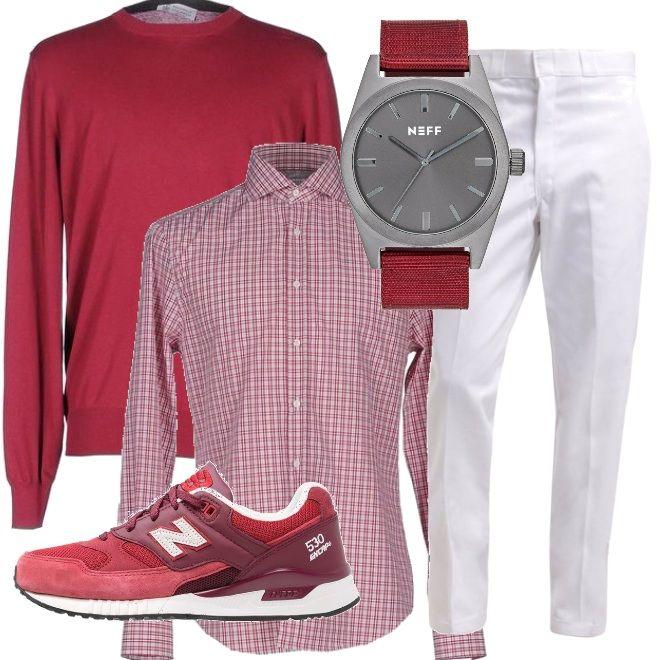 Quadretti rossi e bianchi nella camicia, indossata su un paio di pantaloni bianchi e un pullover rosso, Nelle tonalità del rosso anche le sneakers e il cinturino dell'orologio.