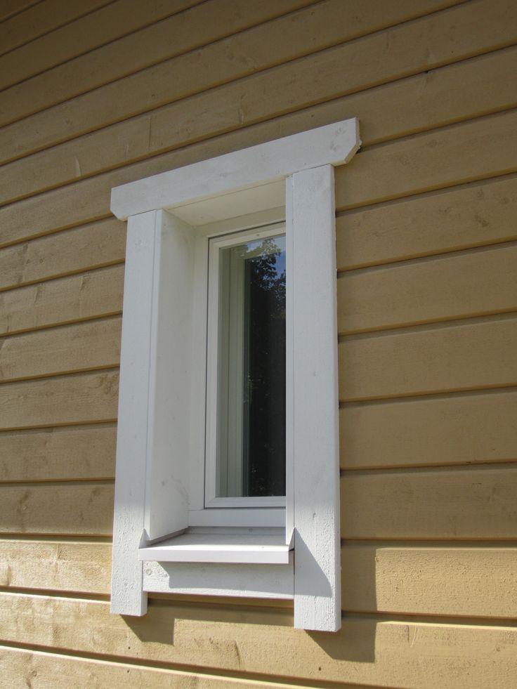 Uuden varastorakennuksen pieni ikkuna
