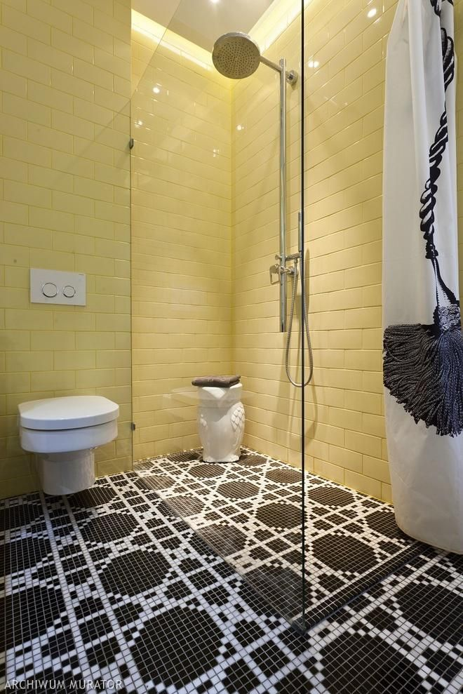 Mała łazienka w żołtym kolorze