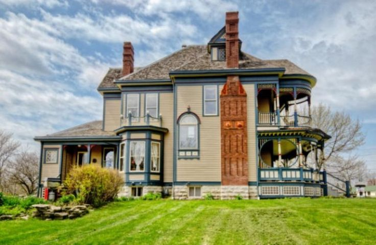 Pretty 114-Years-Old Victorian House | DigsDigs