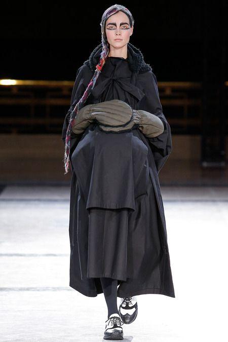 Yohji Yamamoto | Fall 2014 Ready-to-Wear Collection |
