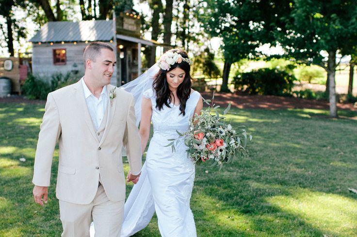 Kır Düğünü Konsepti, Doğanın tüm güzelliklerini sergilediği ilkbahar ve yaz ayları aynı zamanda düğün mevsimi olarak da kabul edilir. Son yıllarda kapalı mekanlarda yapılan düğün törenlerinin yerini açık hava ve kır düğünleri alırken, hayallerinizi süsleyen bir kır düğününü, alacağını birkaç önlemle mükemmelleştirmeniz mümkün.