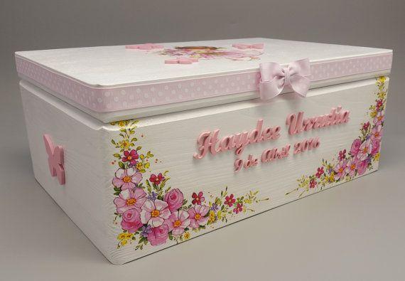 Dieses gemütliche personalisierte Box ist perfekt, um einige wertvolle Sachen im Inneren zu halten. Das Feld wird auf Bestellung hergestellt. Die Box kann mit keine besondere Details, wie Baby-Name, Initialen, Geburtsdatum oder eine spezielle Nachricht personalisiert werden. Nur Bitte senden Sie mir Anweisungen beim Auschecken. Maße: 35 x 24 x 15 cm