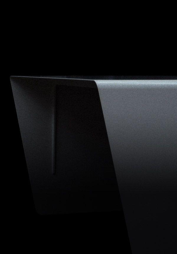 BALMUDA Aero | Aeroを構成するのは、大きな一枚のプレート、そして構造を保持するための2本の裏面リブだけ。つまり、構造体の数は、わずか、3。世界で最もシンプルなデスクです。