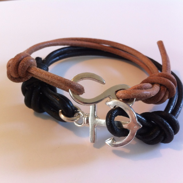 Anchors and Captain Hooks bracelet in leather and silver. Handmade.