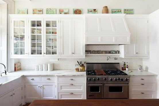 like the row of little prints etc above cabinets