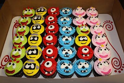 I am SOOOO making these for Addie's Birthday - she's all about Gabba... I think I have enough skill... though the eyes may be different sizes... SOOO FUN!! She loves Gabba ;-)