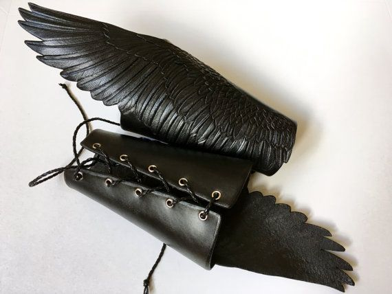 "Raven wings – Crow wing bracers – Pair of tooled leather bracers ""Wings of shadow"" – Hand carved black leather wings with silver shading"