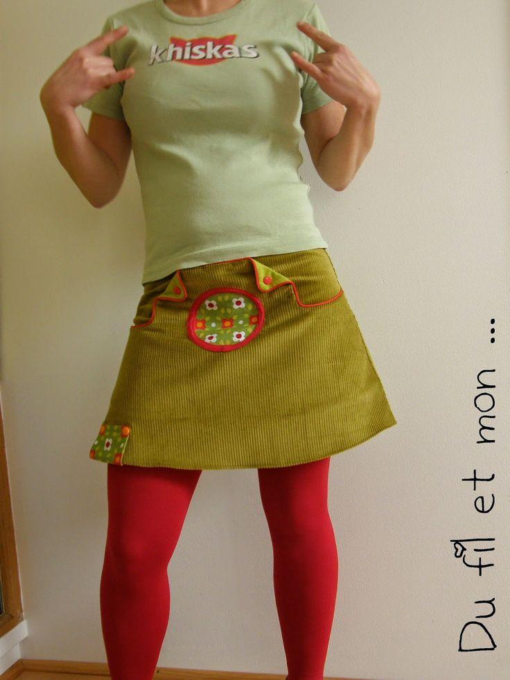 Participation à la jupe du mois chez T&N   Thème : velours   Et oui j'ai un stock de velours vert moutarde de chez Bennytex qu'il faut qu...